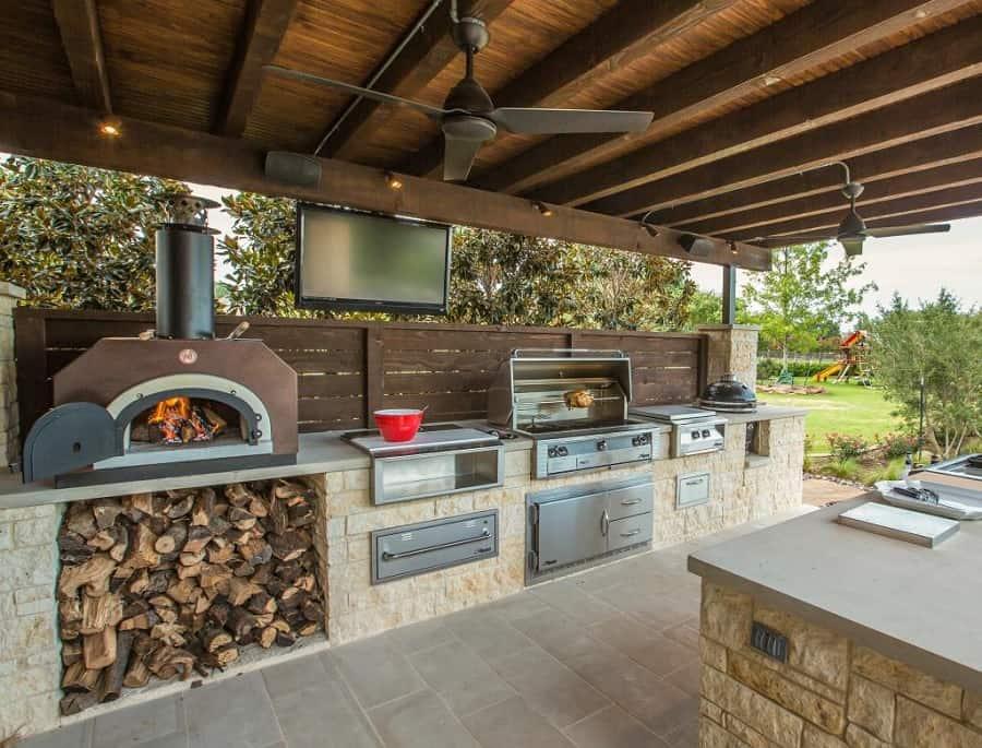 Kerti konyha grillel, kemencével, főzőlappal és Big Green Eggel