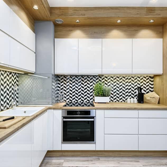 Fekete-fehér hátfalú L alakú konyha
