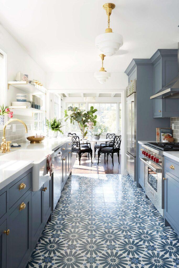 Kék kétsoros konyha