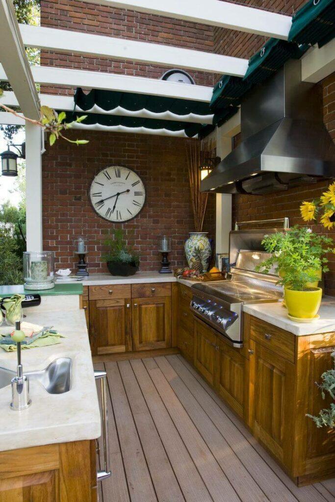 Kerti konyha árnyékolása pergolával és vitorlával