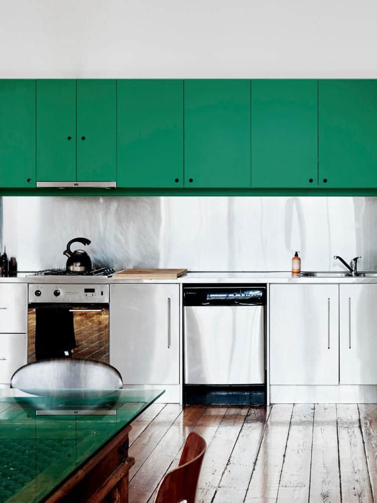 Rozsdamentes acél fali panel konyhában