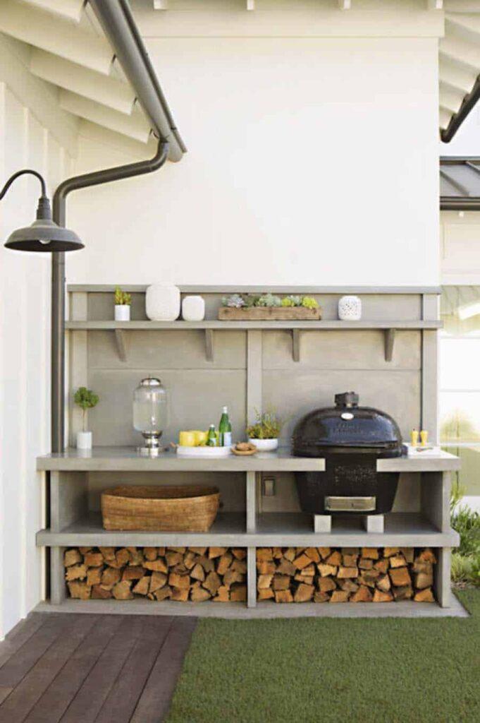 Egyszerű kerti konyha tárolókkal és Big Green Eggel