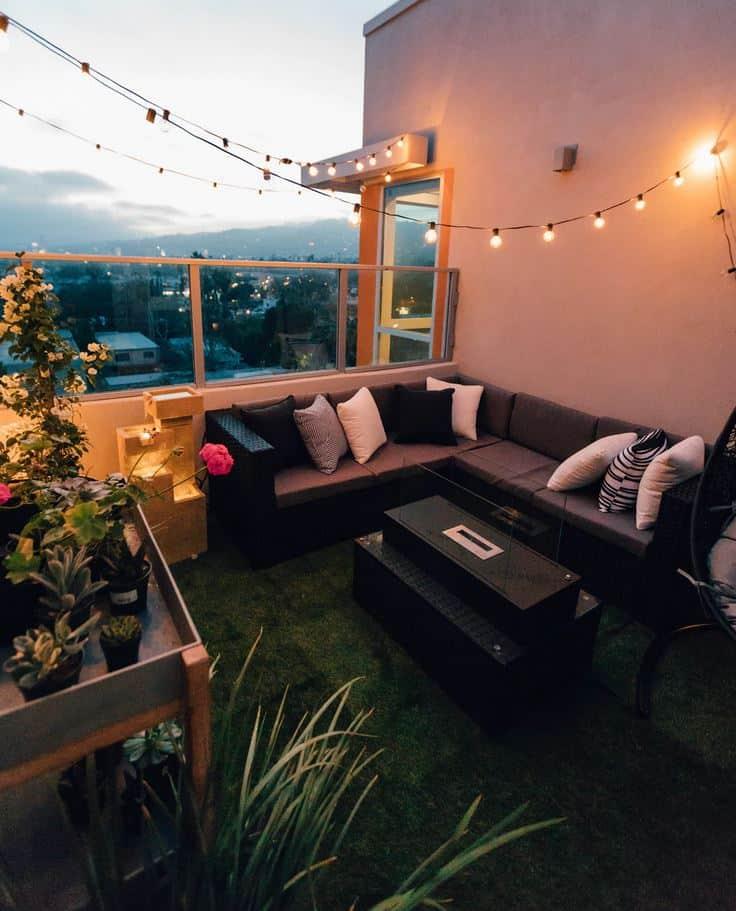 terasz zöld növényekkel