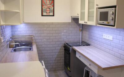 Kis konyha felújítása bérbeadás előtt